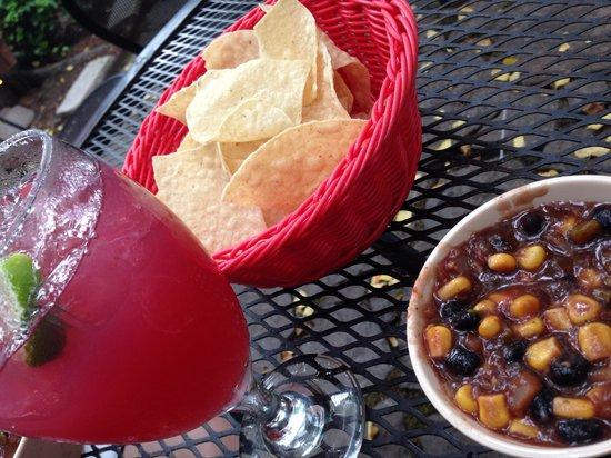 Rolando's Restaurante : Sangria, chips, and delectable salsa!
