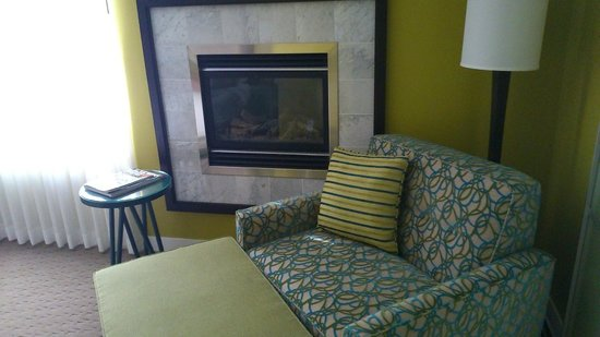 Opus Hotel : Fireside seating