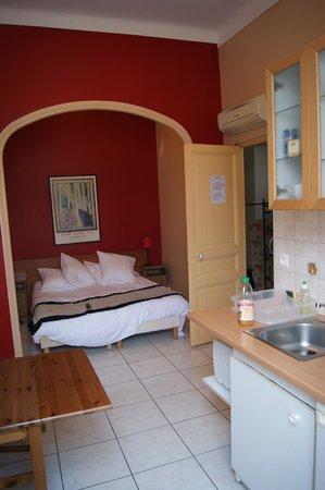Ajoupa Apart'hotel Nice : Спальня.