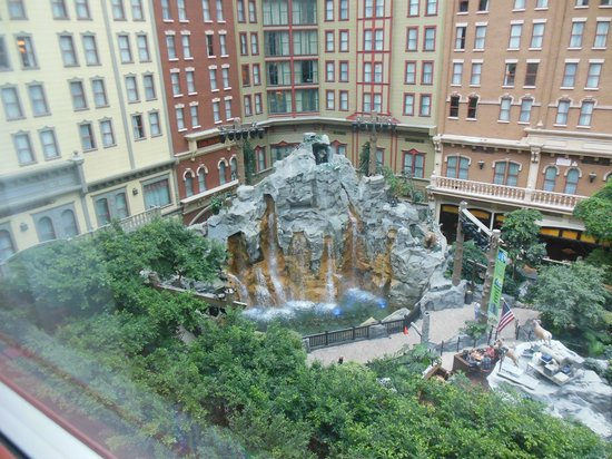 Sam's Town Hotel and Gambling Hall: The view from our room