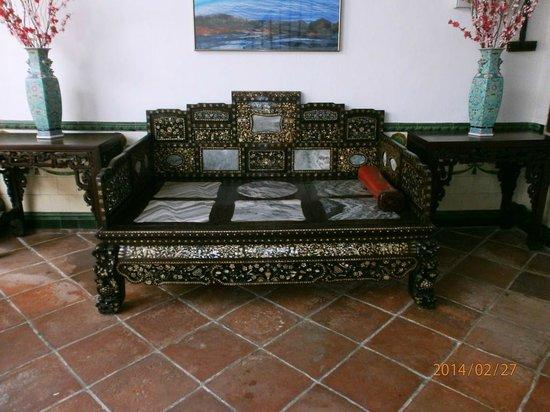 Baba & Nyonya Heritage Museum : Mother of Pearl Opium Smoking Bed