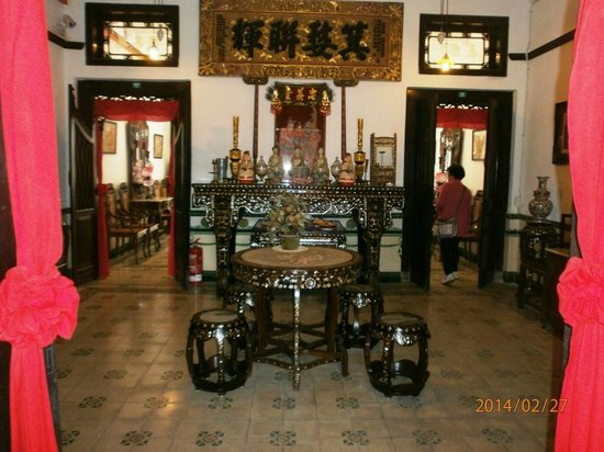 Baba & Nyonya Heritage Museum : Mother of Pearl Furniture
