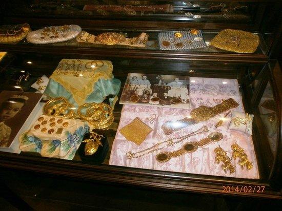Baba & Nyonya Heritage Museum : Gold Jewellies
