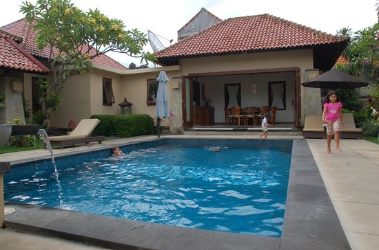 Pondok Ayu : Pool and breakfast room