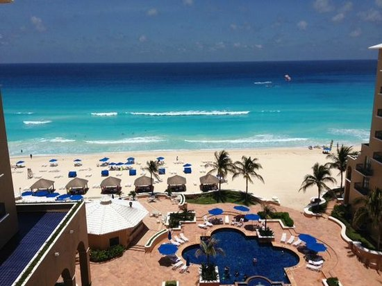 Ritz-Carlton Cancun: View of the beach from our patio