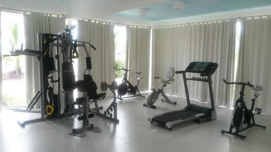 Barcelona Tower by Koox Luxury Collection: Gym next to the pool
