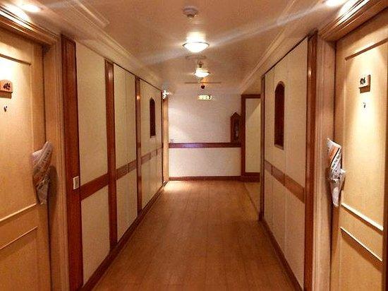 Vits Hotel: Corridor at VITS, Mumbai
