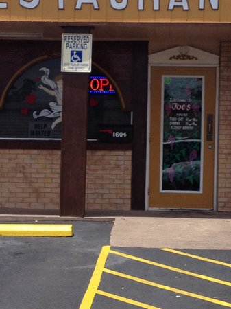 Joe's Italian Restaurant : The entrance to make your taste buds happy.