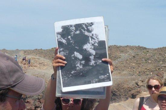 Santorini Volcano: GUIA MOSTRANDO FOTOS DO VULCÃO EM ERUPÇÃO