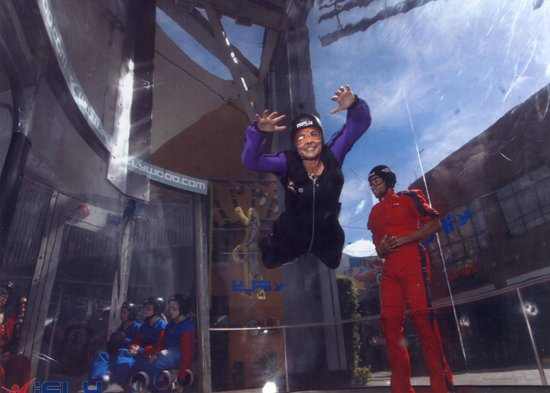 iFLY Hollywood : I am a skydiving adventure mom!