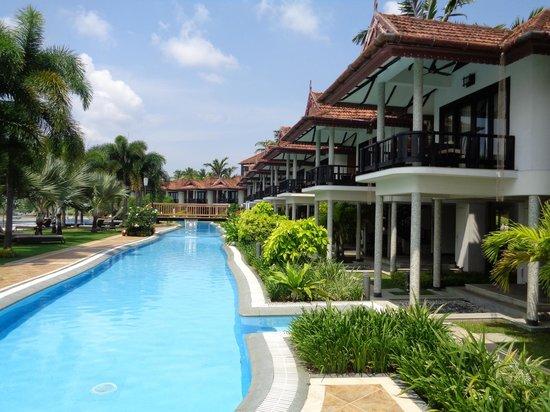 Ramada Resort Cochin : Pool Area