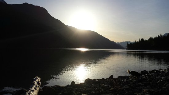 Lillooet Lake Lodge: Lilooet Lake at sunset