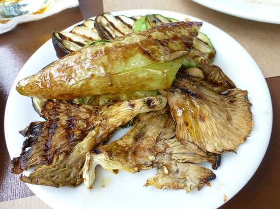 To Trikyklo: Grilled mixed vegetables