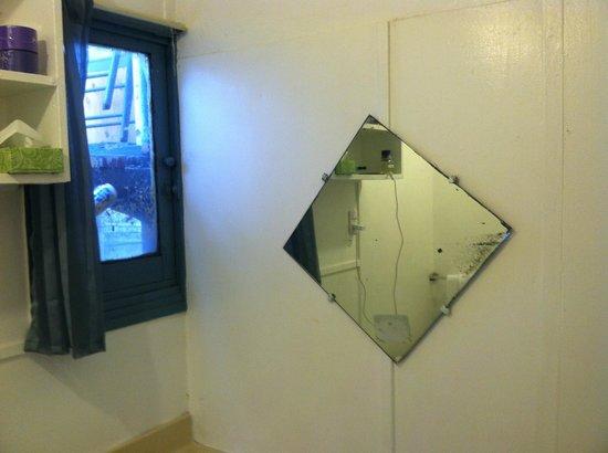Hermosa Hotel : Bathroom Mirror