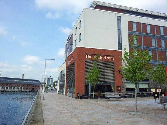Premier Inn Swansea Waterfront Hotel: Outside view