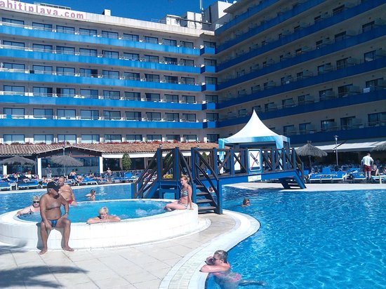 Tahiti Playa Hotel: бассеин и корпус