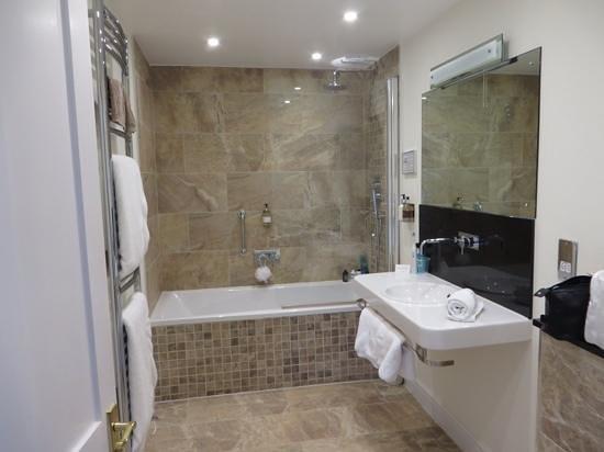 Grasmere Hotel : DeQuincy bathroom - first class!
