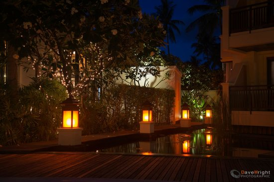 The Emerald Cove Koh Chang : Walkways to the Spa by Night