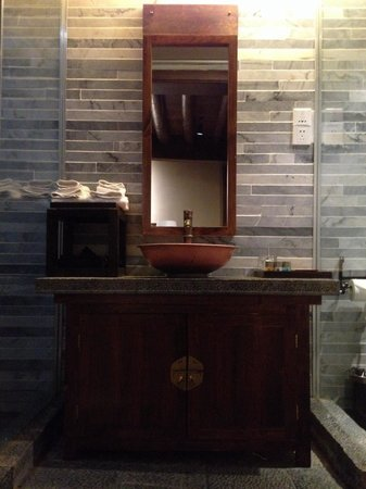 Arro Khampa Shangrila By Zinc Journey : Bathroom