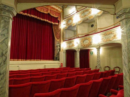 Penna San Giovanni, Taliansko: Teatro Flora