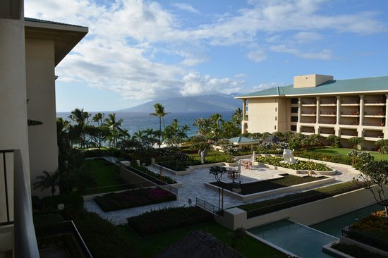 Four Seasons Resort Maui at Wailea: View from our partial ocean view room.