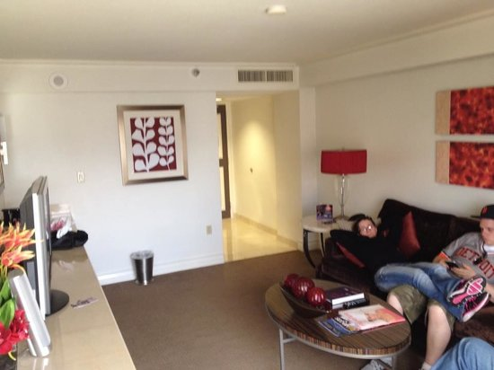 Harrah's Las Vegas: the living room with my friend Kris visiting and relaxing