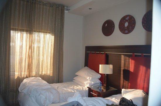 Peermont Metcourt Hotel at Emperors Palace: Cama confortavél