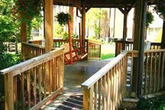 Oakmont Resort: Ahhhh relax in our gazebo