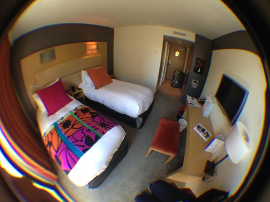 Grand Hotel Roi Rene Aix-en-Provence Centre - MGallery By Sofitel: Fisheye shot of the room