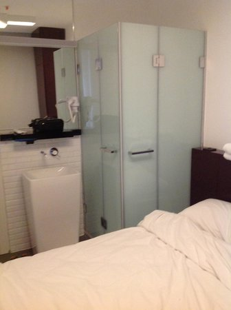 #bunk taksim: shower and sink in room