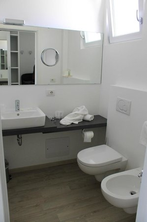 Hotel Villa Katy: modernes Bad