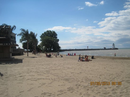 Port Dover Harbour Museum: the beach, the pier and the restaurants