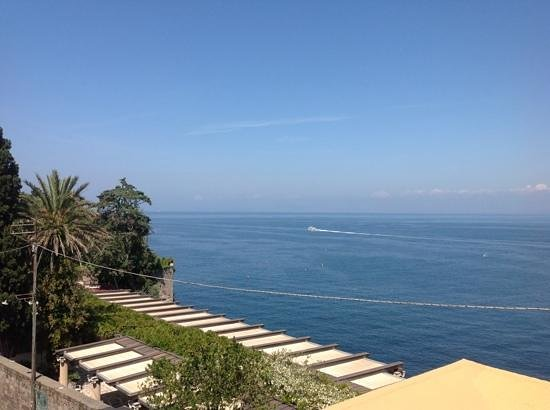 Hotel Regina Sorrento: view from a sea view room on the balcony