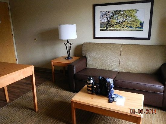 Extended Stay America - Boston - Woburn: living room area