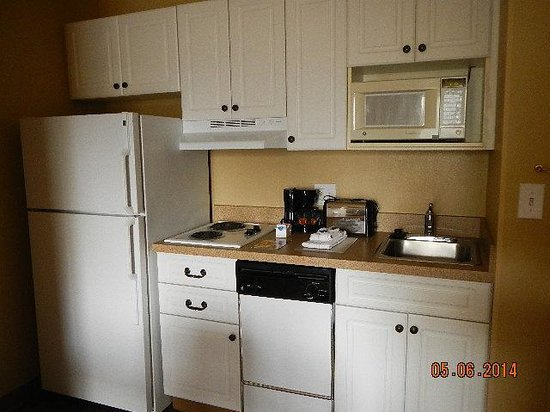 Extended Stay America - Boston - Woburn: kitchen