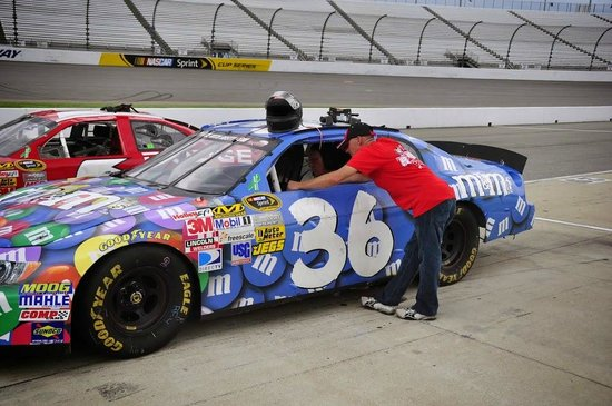 Rusty Wallace Racing Experience: Getting ready to race.