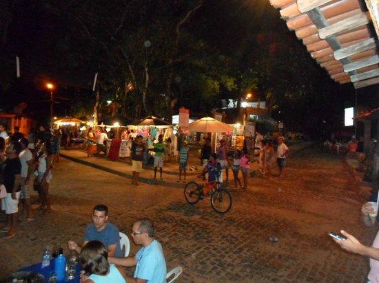 Praca Santo Antonio: Vista noturna da praça e feira de artesanato