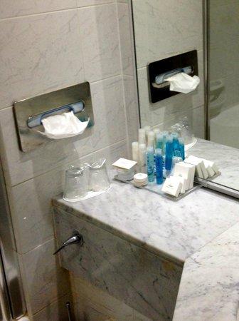 Grecian Park Hotel : Bathroom.