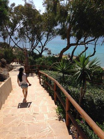 Grecian Park Hotel : Long trek down stairs to beach.