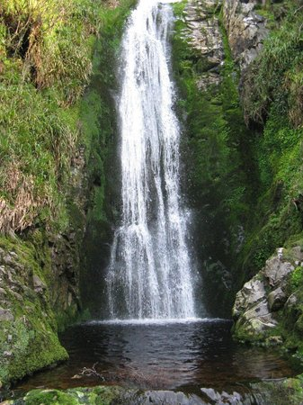 Glenevin Waterfall: Althought small compared to European falls, Glenevin is still impressive.