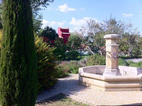 Yelloh! Village Camping Le Serignan-Plage: Fontaine