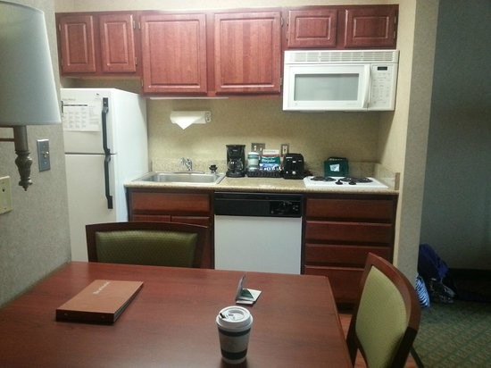 Homewood Suites by Hilton Chicago-Downtown : Fully Stocked Kitchen
