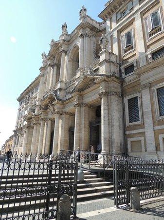 Basilica di Santa Maria Maggiore: outside