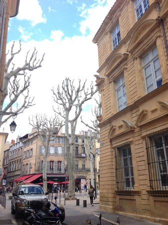 Cours Mirabeau : Coming out from Rue du 4 Septembre