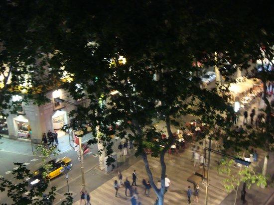 Las Ramblas Apartments: The night on La Rambla