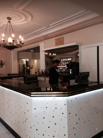 Hotel Galilee et Windsor: Un bar ouvert par ce temps de pluie
