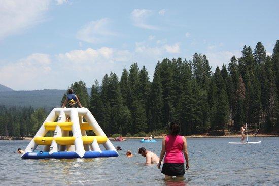 Fun on lake siskiyou picture of lake siskiyou mount for Lake siskiyou resort cabins