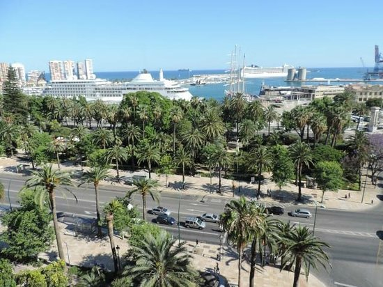 AC Hotel Malaga Palacio: View over the harbour with Cruise Terminal.