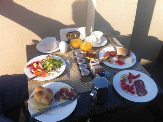 The Independent Hotel: our breakfast