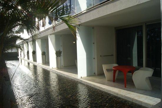 Marina Suites : Территория.